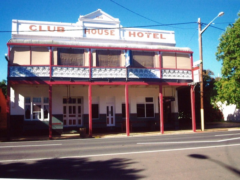 Club House Hotel - Accommodation Airlie Beach
