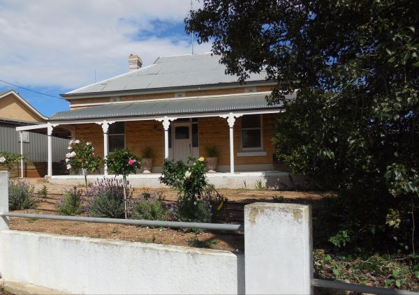 Book Keepers Cottage Waikerie - Accommodation Airlie Beach