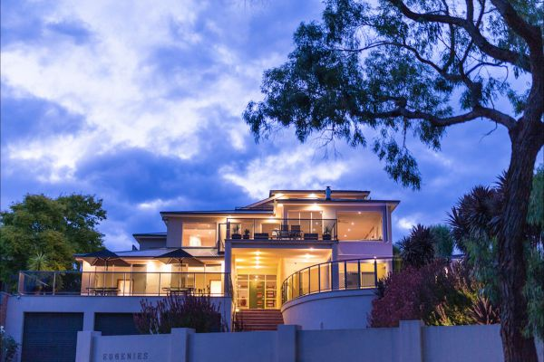 Eugenie's Luxury Accommodation - Accommodation Airlie Beach