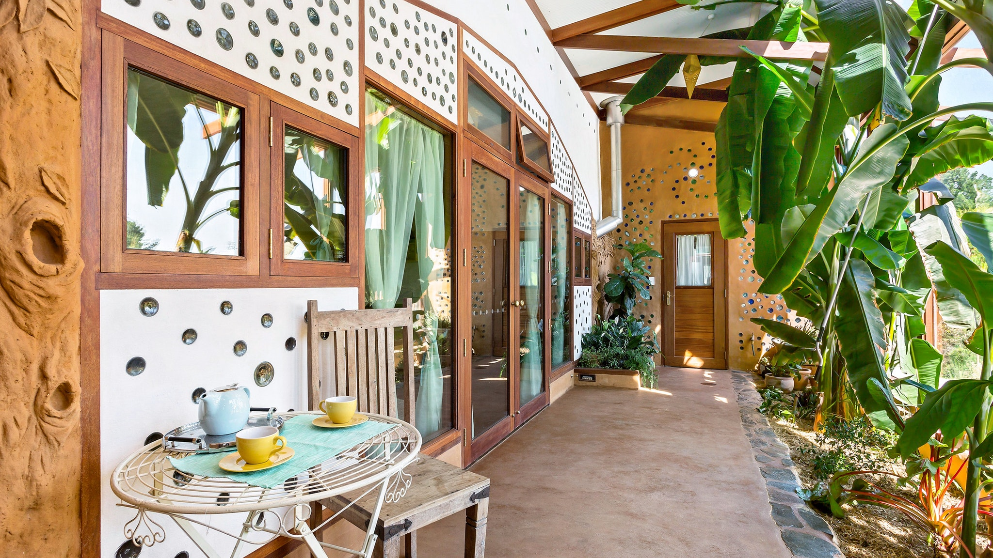 Earthship Ironbank - Accommodation Airlie Beach