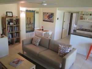 Bangalow Studio Apartment - Accommodation Airlie Beach