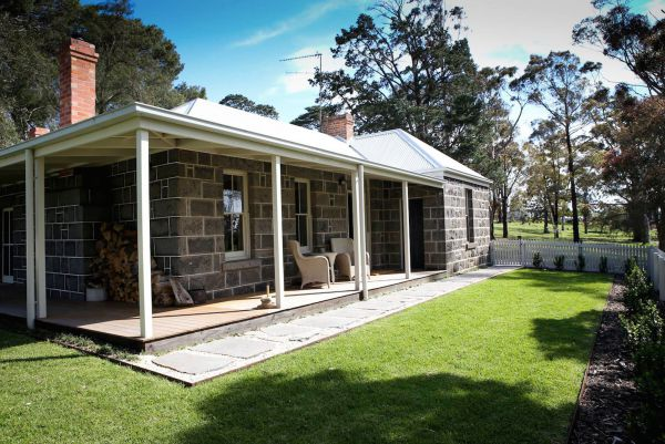 Barunah Plains Station - Cool Cottage - Accommodation Airlie Beach