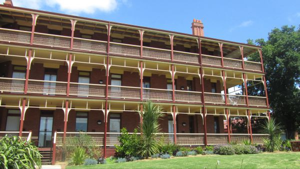 Yarra House - Accommodation Airlie Beach