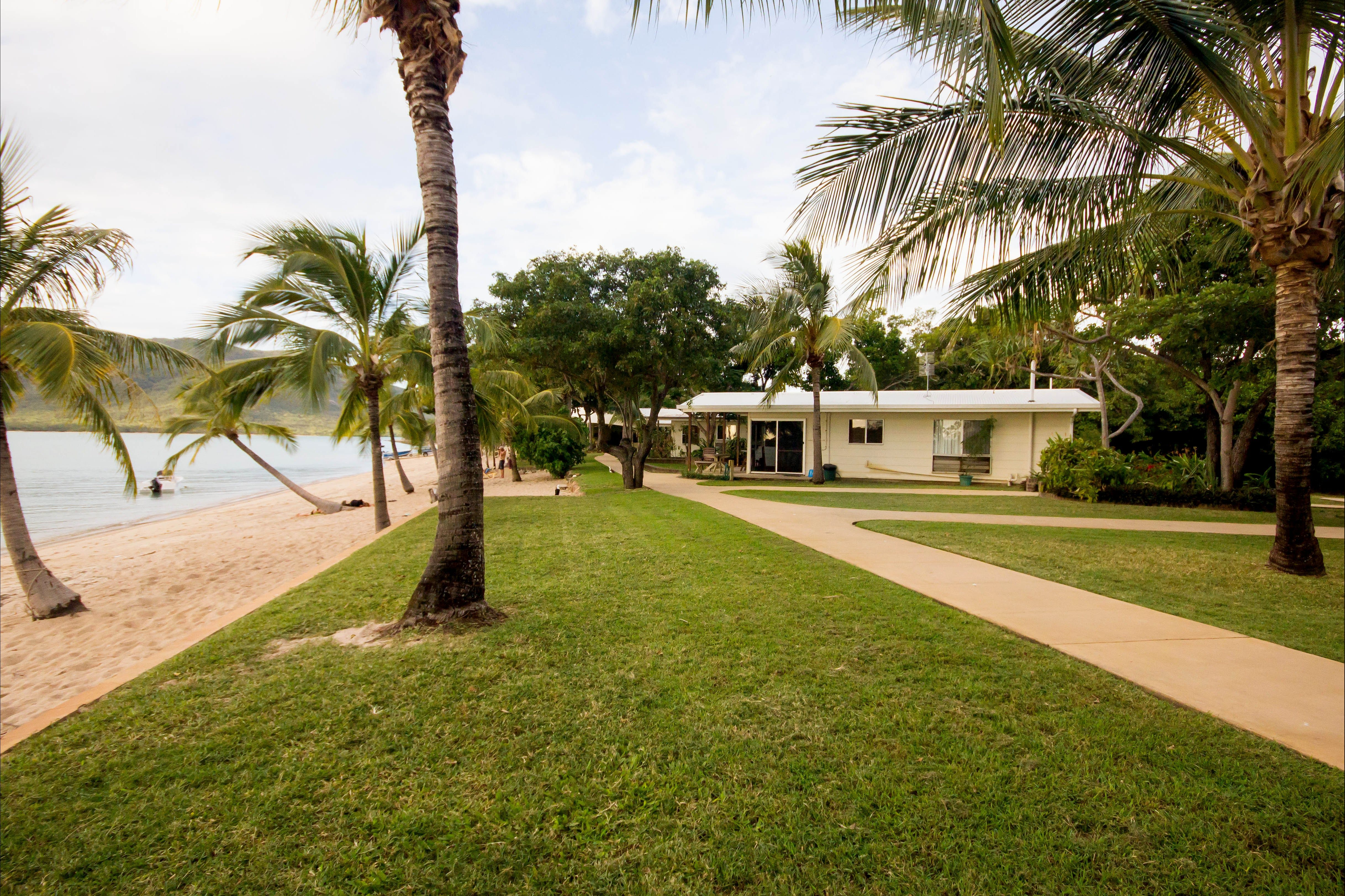 Montes Reef Resort - Accommodation Airlie Beach
