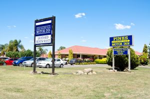 Pines Country Club Motor Inn - Accommodation Airlie Beach