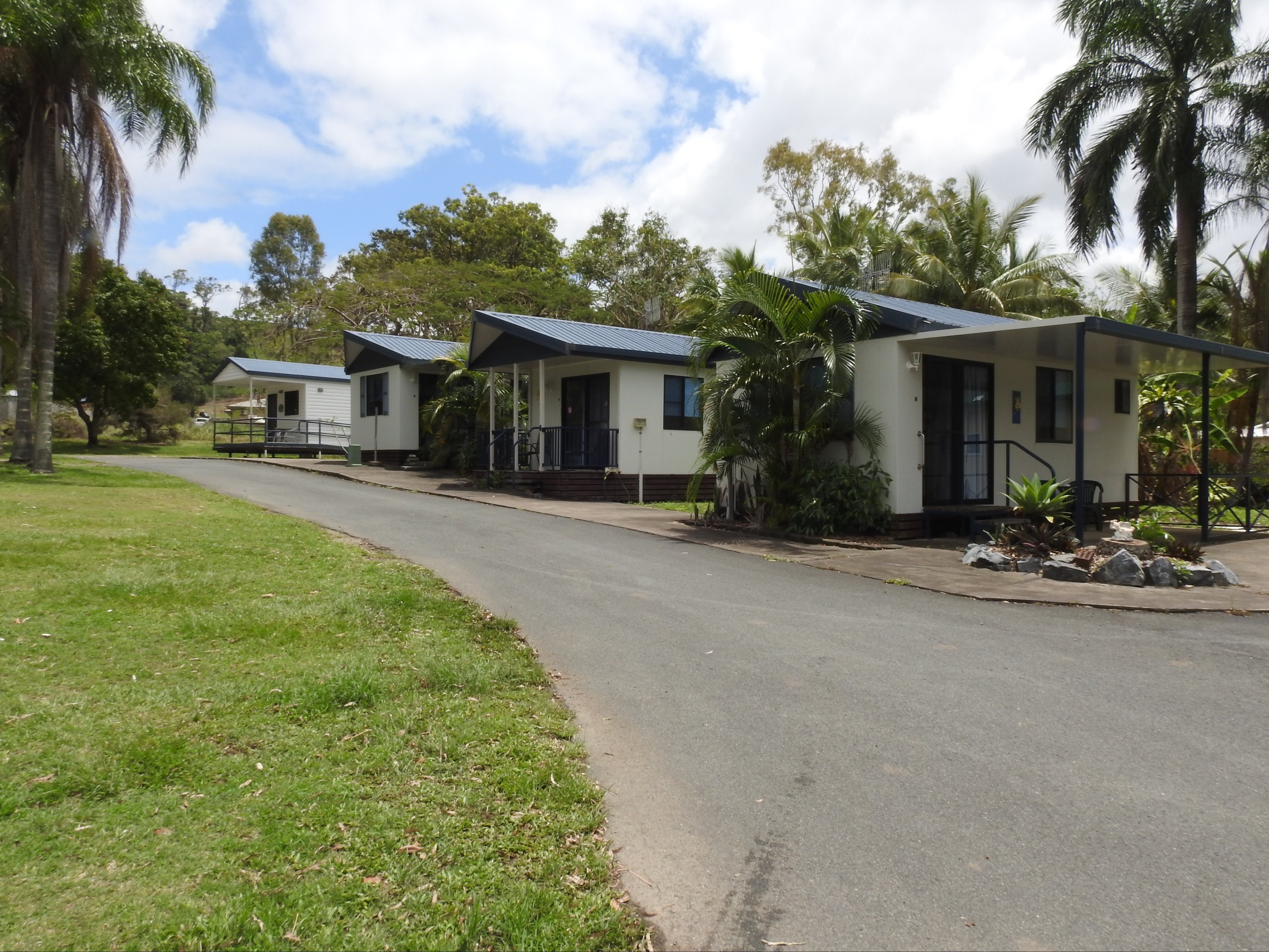 Tropicana Caravan Park Sarina - Accommodation Airlie Beach