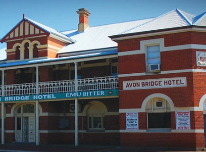 Avon Bridge Hotel - Accommodation Airlie Beach