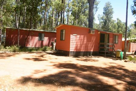 Dwellingup Chalets And Caravan Park - Accommodation Airlie Beach