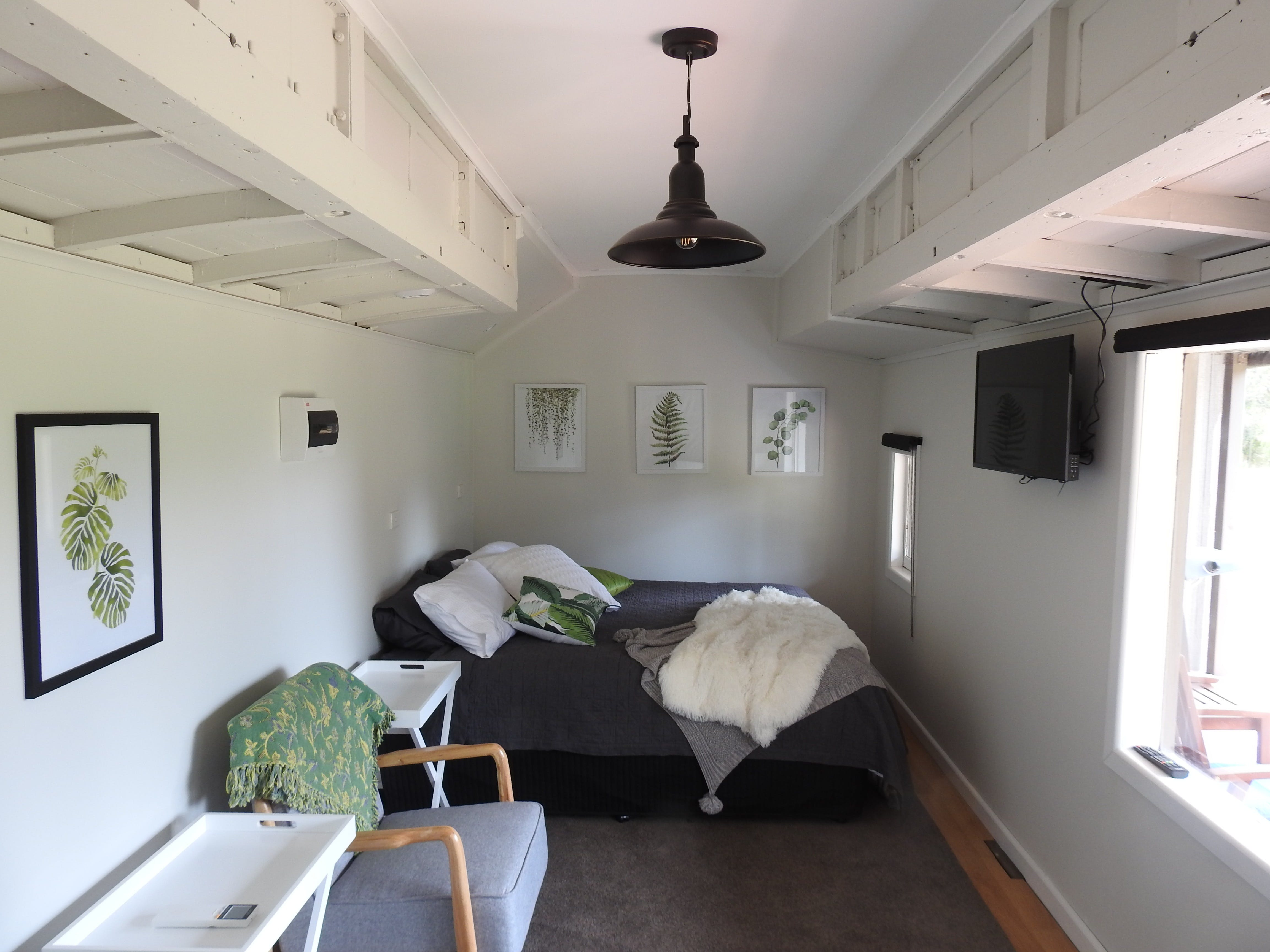 Miners Ridge Vineyard Railway Carriage BB - Accommodation Airlie Beach