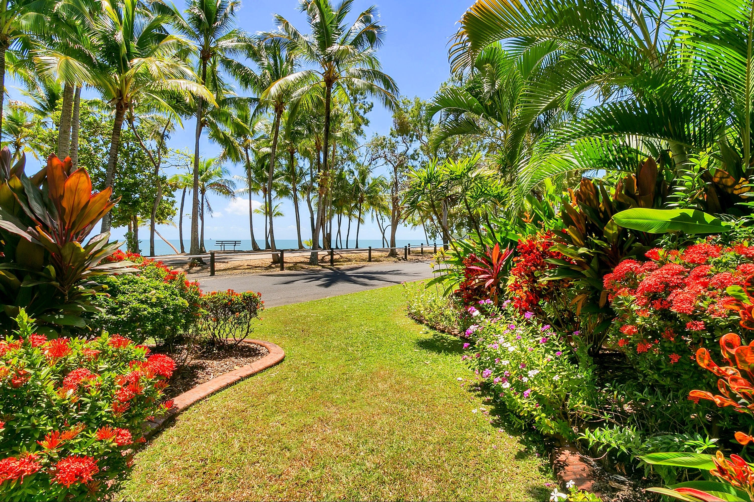Agincourt Beachfront Apartments - Accommodation Airlie Beach