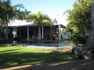 Twin Figs Country Retreat - Accommodation Airlie Beach