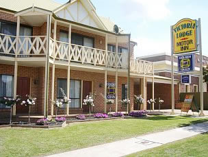 Victoria Lake Holiday Park - Accommodation Airlie Beach