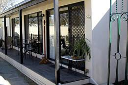 Courtside Cottage Bed and Breakfast - Accommodation Airlie Beach