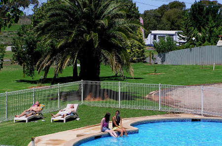 Swan Hill Holiday Park - Accommodation Airlie Beach