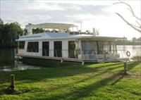 Cloud 9 Houseboats - Accommodation Airlie Beach