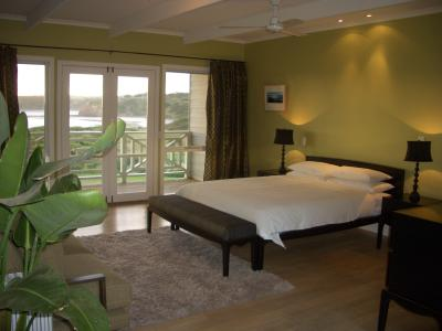 Cliff Top - Accommodation Airlie Beach