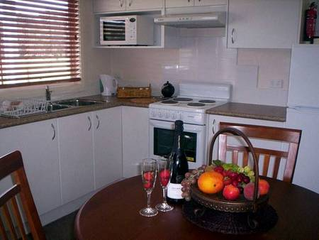 Prom Port Cottages - Accommodation Airlie Beach