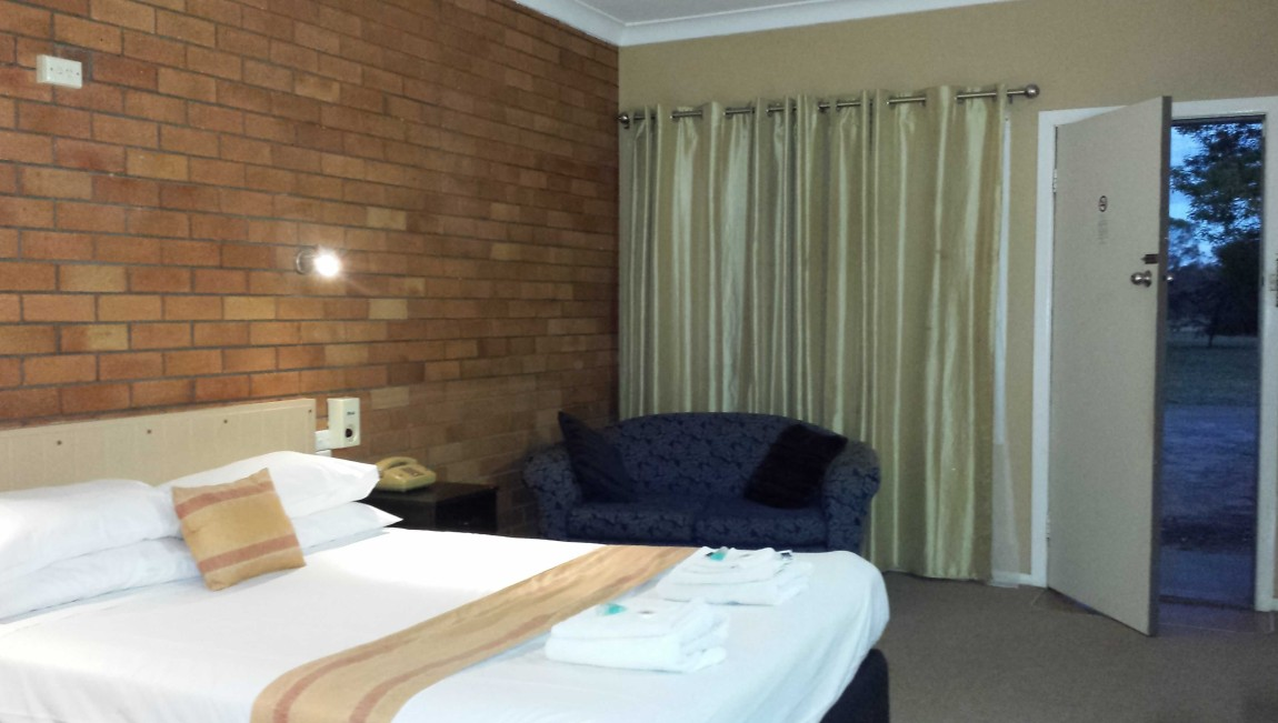 AA Hilldrop Motor Inn - Accommodation Airlie Beach