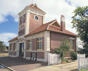 Merredin Town Hall - Accommodation Airlie Beach
