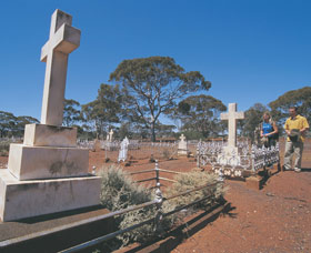 Old Pioneer Cemetery Coolgardie - Accommodation Airlie Beach