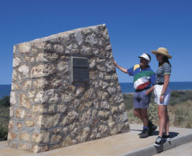 Potshot Monument - Accommodation Airlie Beach
