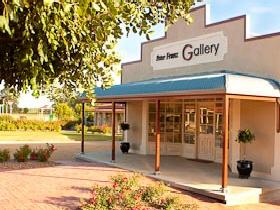 Peter Franz Fine Art Gallery - Accommodation Airlie Beach