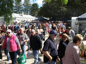 Stansbury Seaside Markets - Accommodation Airlie Beach