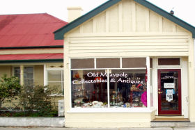 Old Maypole Collectables  Antiques - Accommodation Airlie Beach