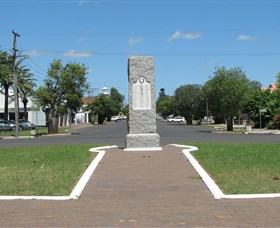 War Memorial and Heroes Avenue Roma - Accommodation Airlie Beach