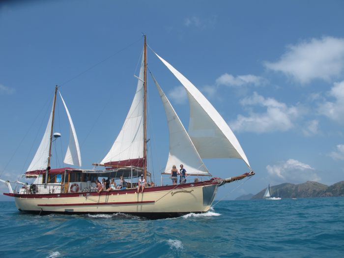 Adventure Cruise Dive and Outer Reef - Whitsundays Sailing Adventures - Accommodation Airlie Beach