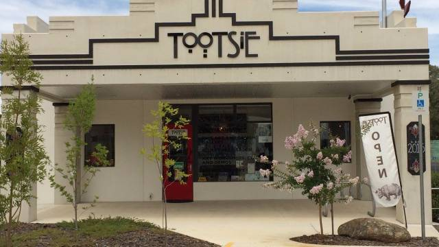 Tootsie Fine Art and Design - Accommodation Airlie Beach