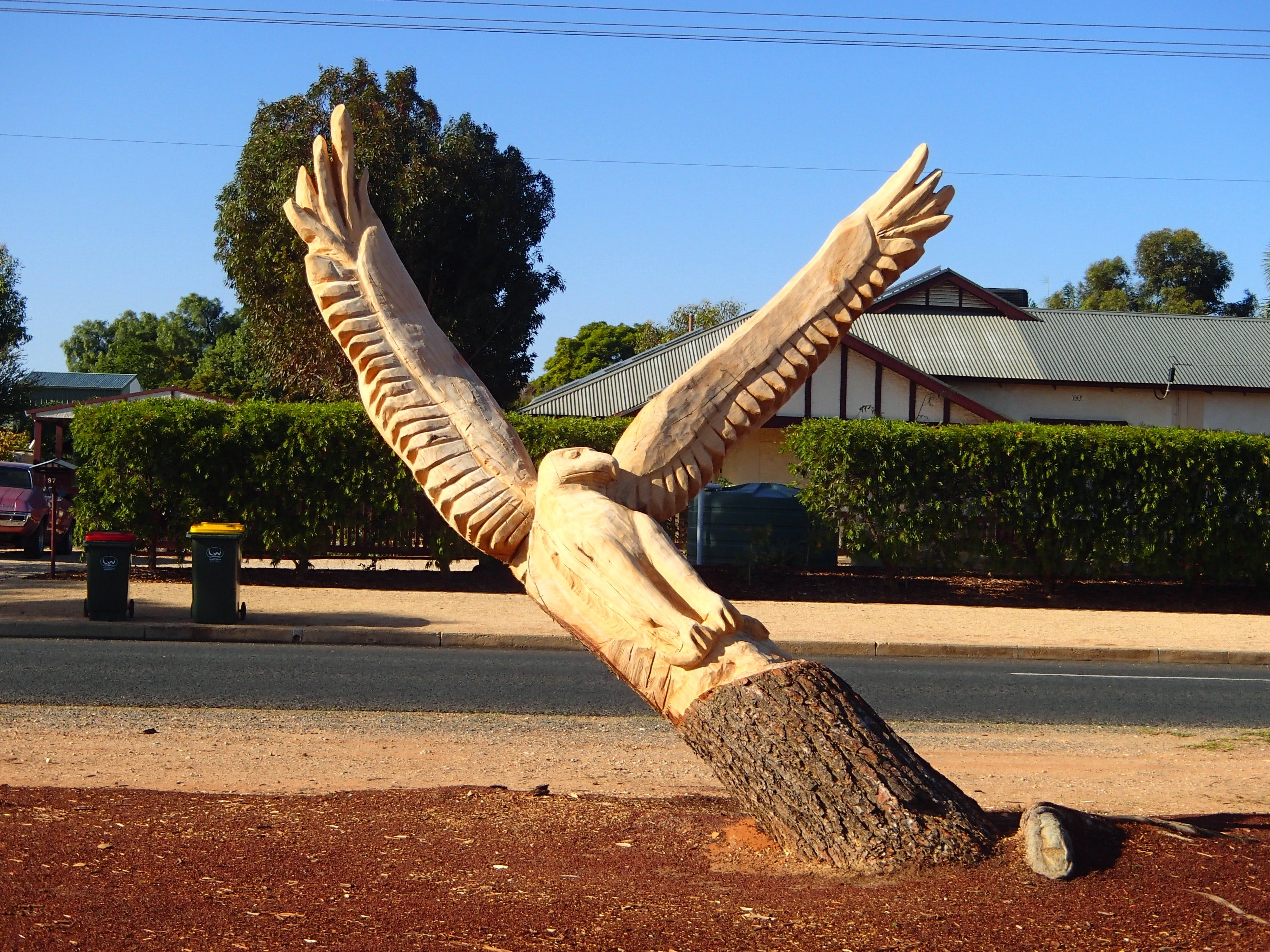 Loxton Tree sculptures - Accommodation Airlie Beach