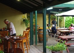 Bird In Hand Inn - Accommodation Airlie Beach