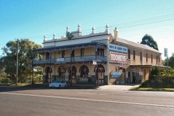 Caledonia Hotel - Accommodation Airlie Beach