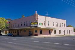 Railway Hotel - Accommodation Airlie Beach