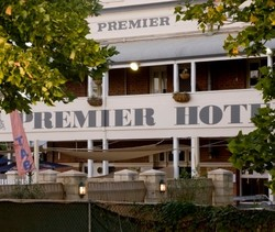 Premier Hotel - Accommodation Airlie Beach