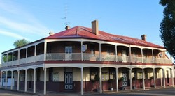 Brookton Club Hotel - Accommodation Airlie Beach