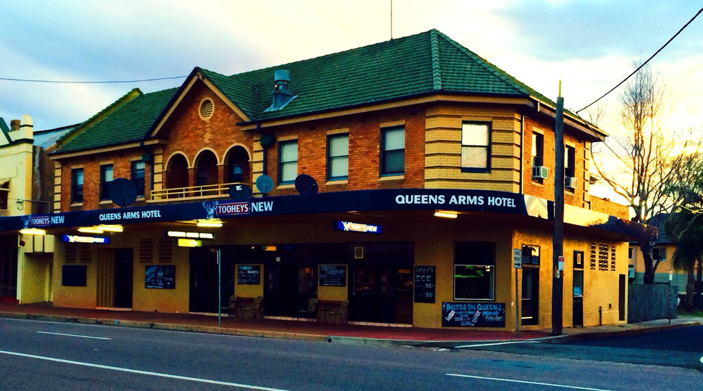 Queens Arms Hotel - Accommodation Airlie Beach