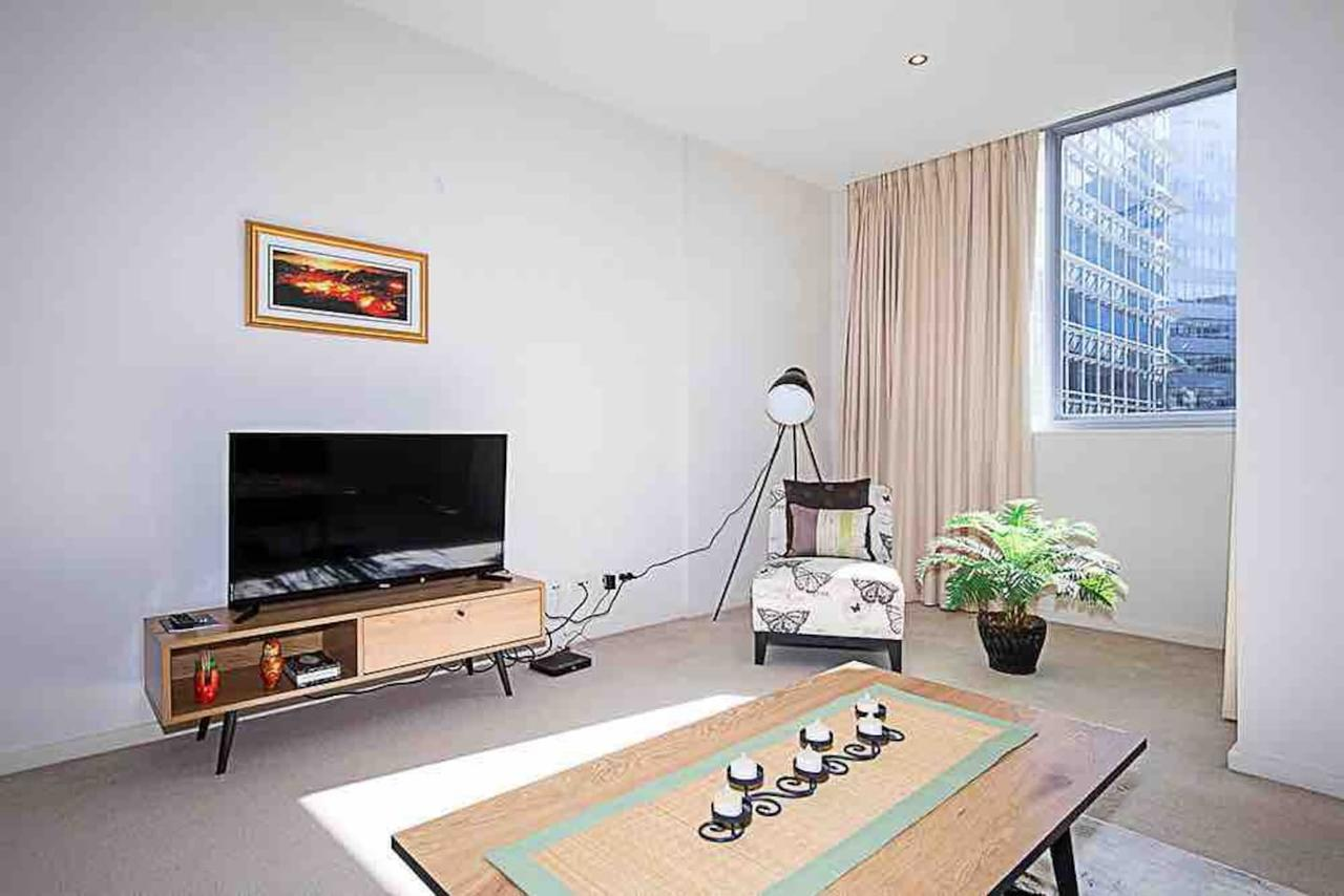 Spacious 1BR Stylish New Acton Apartment Parking - Accommodation Airlie Beach