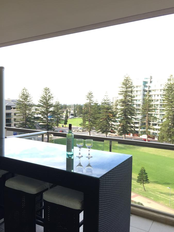 Beachside Luxury getaway in Glenelg - Accommodation Airlie Beach