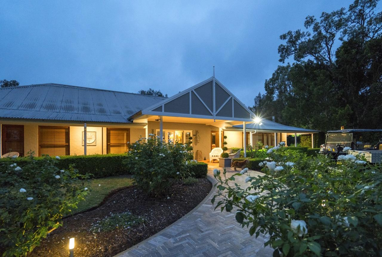 Thistle Hill Guesthouse - Accommodation Airlie Beach