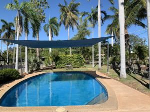 Pine Tree Motel - Accommodation Airlie Beach