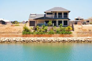 27 Corella Court - Exquisite Marina Home With a Pool and Wi-Fi - Accommodation Airlie Beach