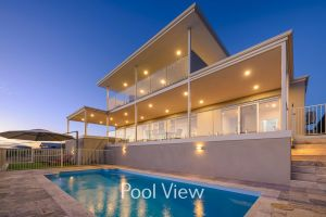 32 Corella Court - Private Jetty and Pool - Accommodation Airlie Beach