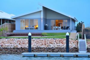 The Carnarvon Luxury Canal Home - Accommodation Airlie Beach