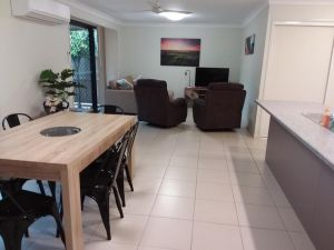Waratah and Wattle Apartments - Accommodation Airlie Beach