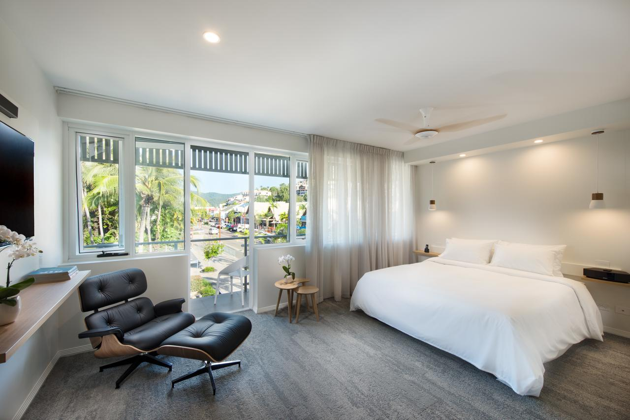 Heart Hotel and Gallery Whitsundays - Accommodation Airlie Beach