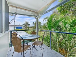 Allamanda House 3 Willow Street - Accommodation Airlie Beach