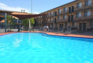 AZA Motel - Accommodation Airlie Beach